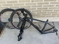 Marzocchi Bomber Fork Carbon Fiber Bike Frame Sunrims DS2+XC Rims Bicycle Set