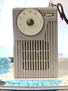 HISTORICAL, 1957-HITACHI TH-621 (Grey) Vintage 6 Transistor Radio Plays Good !!