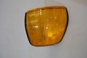 Mercedes Benz W126 1986 - 1992 - Front turn Signal Light - Right 1 305 233 082