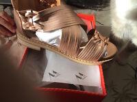 VANESSA WU été 2017 : sandales plates multibrides neuves, étiquetées valeur 59€