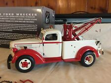 Highway 61 DCP 1:16 Scale 1940 Ford Wrecker Tow Truck w/box Red/Tan