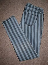 Almost Famous Women's Size 7 Gray and Black Striped Skinny Jeans