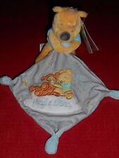 Doudou Winnie Mouchoir Gris Broderies Tigrou Winnie Nuage Hugs & Wishes Disney