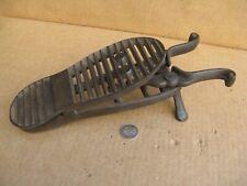 Rare ancien tire botte articulé en fonte der fer  chasse , vénerie , cheval .