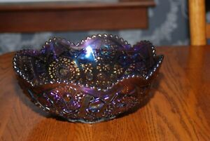 L E Smith Large Amethyst Carnival Glass Bowl Smooth Sawtooth Edge