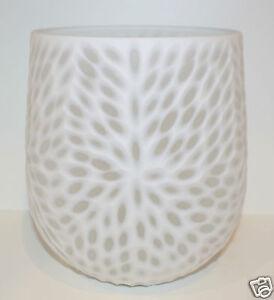 NEW BATH & BODY WORKS WHITE GLASS FLOWER DESIGN VASE HOLDER RARE DECORATIVE