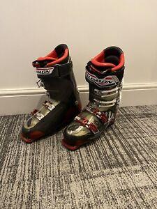 SALOMON SKI BOOTS Size 28.0
