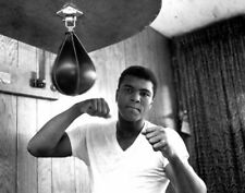 Muhammad Ali UNSIGNED photo - K3276 - American professional boxer and activist