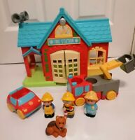 ELC HAPPYLAND FIRE STATION WITH SOUNDS VEHICLES AND FIGURES
