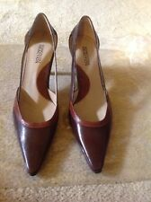 """Kenneth Cole """"Reaction"""" Dark Brown 3"""" Leather Pump Size 7M"""