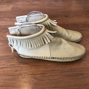 Minnetonka Womens Size 8 Leather Fringed Soft Sole Bootie Slippers Shoes