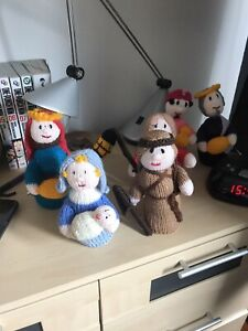 HAND KNITTED NATIVITY SET NEW