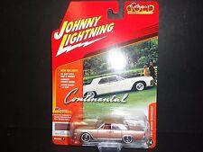 Johnny Lightning Lincoln Continental 1961 Rose Glow Metal JLCG003C 1/64 LTD 1256