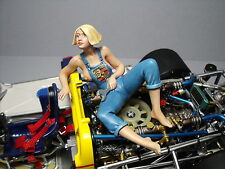 1/18  PAINTED  FIGURE   UTE  THE  PORSCHE  GIRL   VROOM  FOR  EXOTO  SPARK  1/18