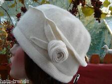 femmes Bonnet en laine dans le style 20ziger blanche Chapeaux tricotés de