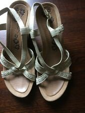 HUSH PUPPIES SHADOWY SIZE UK  7 BEIGE/CREAM LEATHER WEDGE SLINGBACK SANDALS