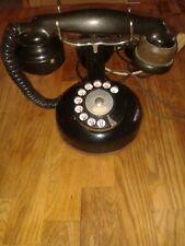 Téléphone ancien à colonne modèle 1924