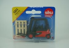 Siku Super 1311 Linde Hydrostatic 39X Forklift Truck with Pallets Model