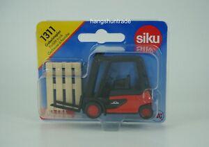 Siku Super 1311 Linde Hydrostatic 39X Forklift Truck with Pallets Model