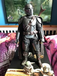 Hot Toys TMS014 The Mandalorian And Child Regular Edition 1/6 Scale Figure