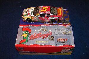 TERRY LABONTE 1998 ACTION NASCAR 1:24 KELLOGG'S IRON MAN (VN33)