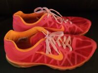 Nike Air Max 2011 Sz 11  Athletic Running Sneaker Nice condition fast shipping