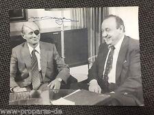 Moshe Dayan (+)  ehem. Aussenminister Israel original Autogramm auf Pressefoto