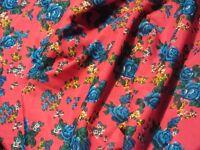 Tissu viscose et soie imprimé  bouquet roses fond fuchsia  au mètre
