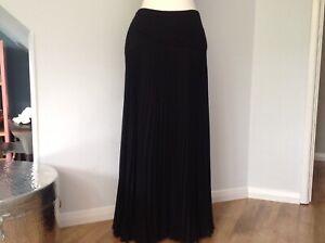 Ladies Black Pleated Skirt By Jacques Vert UK 12  Full Length Evening Skirt.