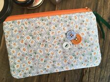 Daisy makeup bag / Purse Handmade cosmetic pouch floral print fabric Gift idea