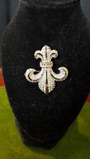 Señoras plata color Diamant 'e Set Fleur de Lis Broche por Butler & Wilson.