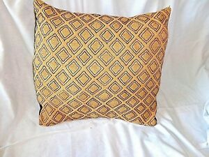 DECORATIVE PILLOW WITH CONGOLESE KUBA CLOTH