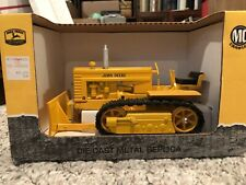 John Deere MC Crawler with Blade - Yellow 1/16
