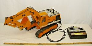 NEW BRIGHT CAT CATERPILLAR EXCAVATOR CRANE GIANT BATTERY TOY WORKS