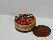 1:12 SCALA ciotola di frutta secca & Nut Cracker in miniatura Dolls House Cibo Snack Accessorio