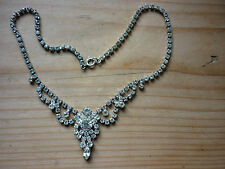 PRETTY CRYSTAL NECKLACE