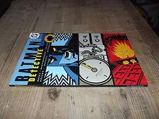 BATMAN-DETECTIVE COMICS-TP 1-DC COMICS-PLAY PRESS----------------------------Y13