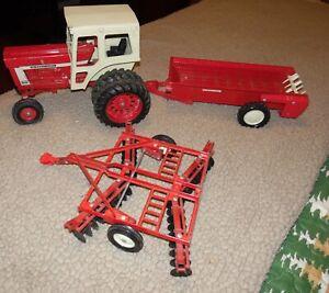 1973 ERTL International Turbo 1466 Tractor 1:16 Scale W/492 Spreader & 493 Disc