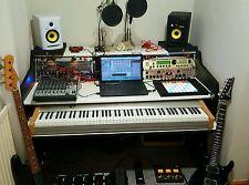 Studio musica workstation su misura per adattarli alle proprie esigenze.
