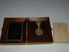 JOHN HOPKINS UNIVERSITY ALUMNI ALUMNA MEDAL AWARD + SIGNED BOOK ILZA VEITH RARE