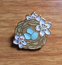 Pin Brooch Bird Nest Robin Eggs Blue Pink Flowers Easter Vintage Gold-tone 1 in