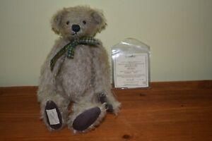 "Deans bears annual membership bear 2001 Hugo number 2033 9"""