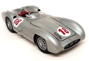 Franklin Mint 1/24 Scale - 1954 Mercedes Benz W196R Fangio #18 Diecast Model Car