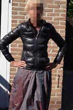 Biete eine Abgetragene Jacke von Moncler, Kindergrösse