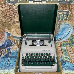 Vintage 1953 5T Smith Corona Super Portable Typewriter with Case & Key - Works