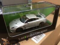 ROAD LEGENDS 43203 NISSAN GT-R R35 diecast model road car silver body 1:43rd