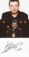 COMEDIAN: KEVIN BRIDGES SIGNED 6x4 WHITECARD+2 UNSIGNED PHOTOS+COA
