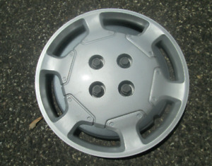 One factory 1991 to 1995 Saturn S series bolt on 14 inch hubcap wheel cover