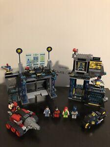 6860 LEGO SuperHeroes: The Batcave (Batman)