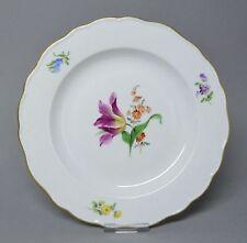 (G1280) Meissen Teller, Neuer Ausschnitt, Blumen Malerei, Goldrand, D= 19,5 cm